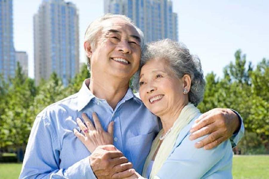 Có nên mua bảo hiểm sức khỏe cho bố mẹ không?