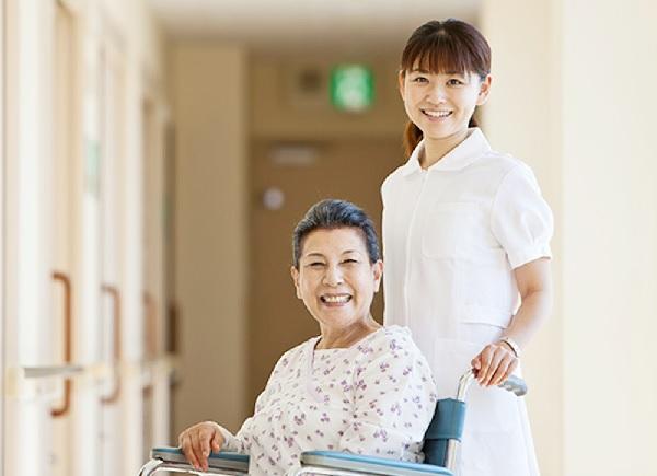 Bảo hiểm sức khỏe cho người già: Món quà sức khỏe Manulife